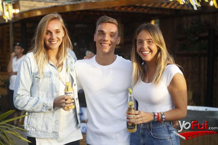 YoFui.com En Maitencillo Cerveza Corona celebró una nueva limpieza de playas, Bar Restaurant El Farito  (7956)